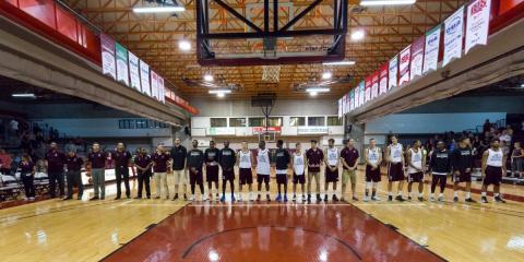 L'équipe de basketball masculin en action
